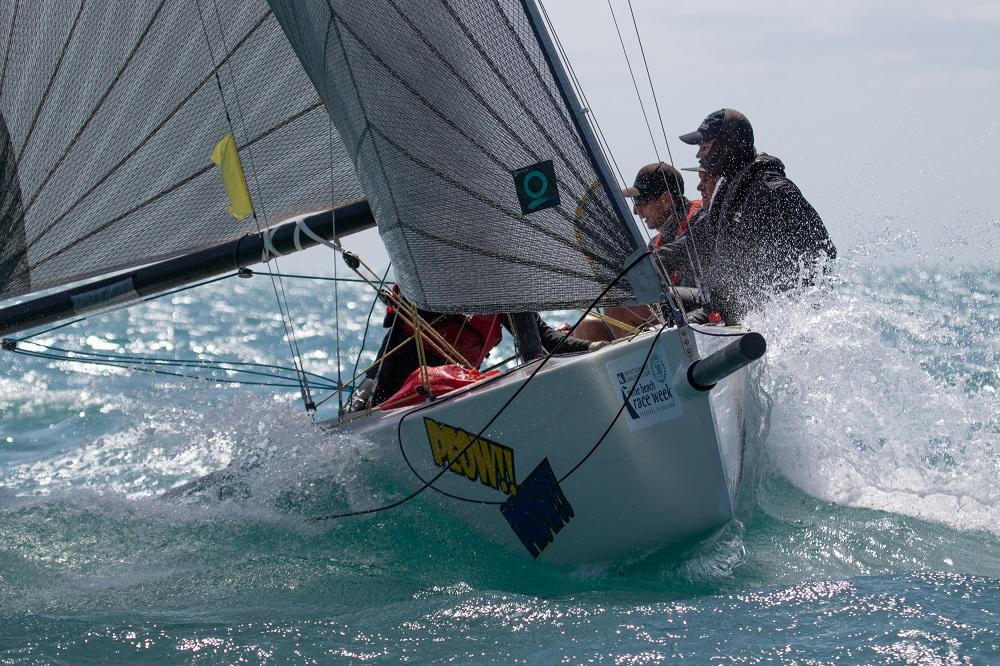 Sports Boat Peow!! Peow!! guns it - Photo: Shirley Wodson